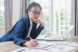 A businesswoman analyzes stock market.