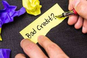 A sticky note that says bad credit