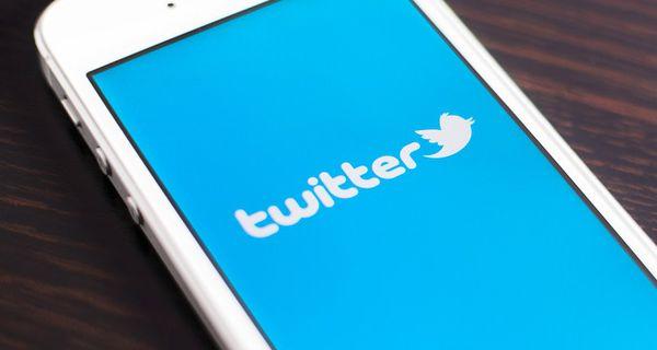 Image of Twitter logo on smartphone