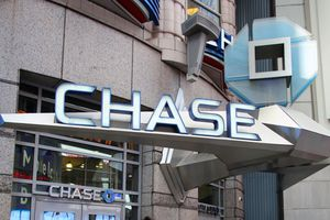 Learn why the Chase Sapphire Preferred card is ideal for users who travel a lot and like to eat at restaurants, and discover pros and cons of having this card.