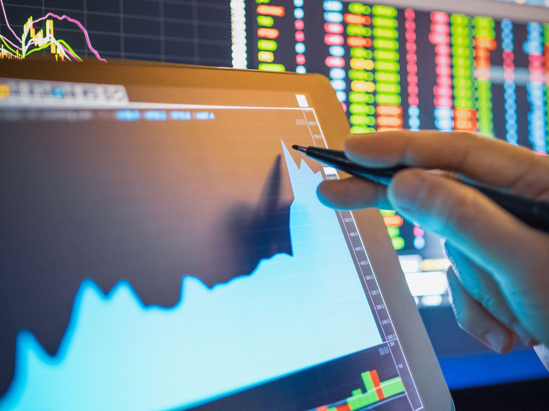 tranzacționare max cfd ar trebui să investesc în bitcoin sau aur
