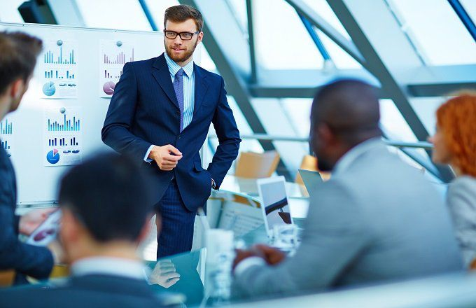 Comparing Careers: Financial Analyst vs. Research Analyst