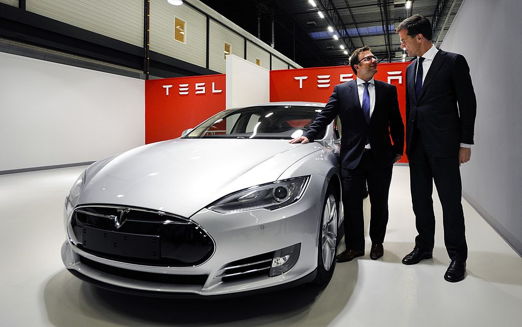 What Makes Tesla S Business Model Different