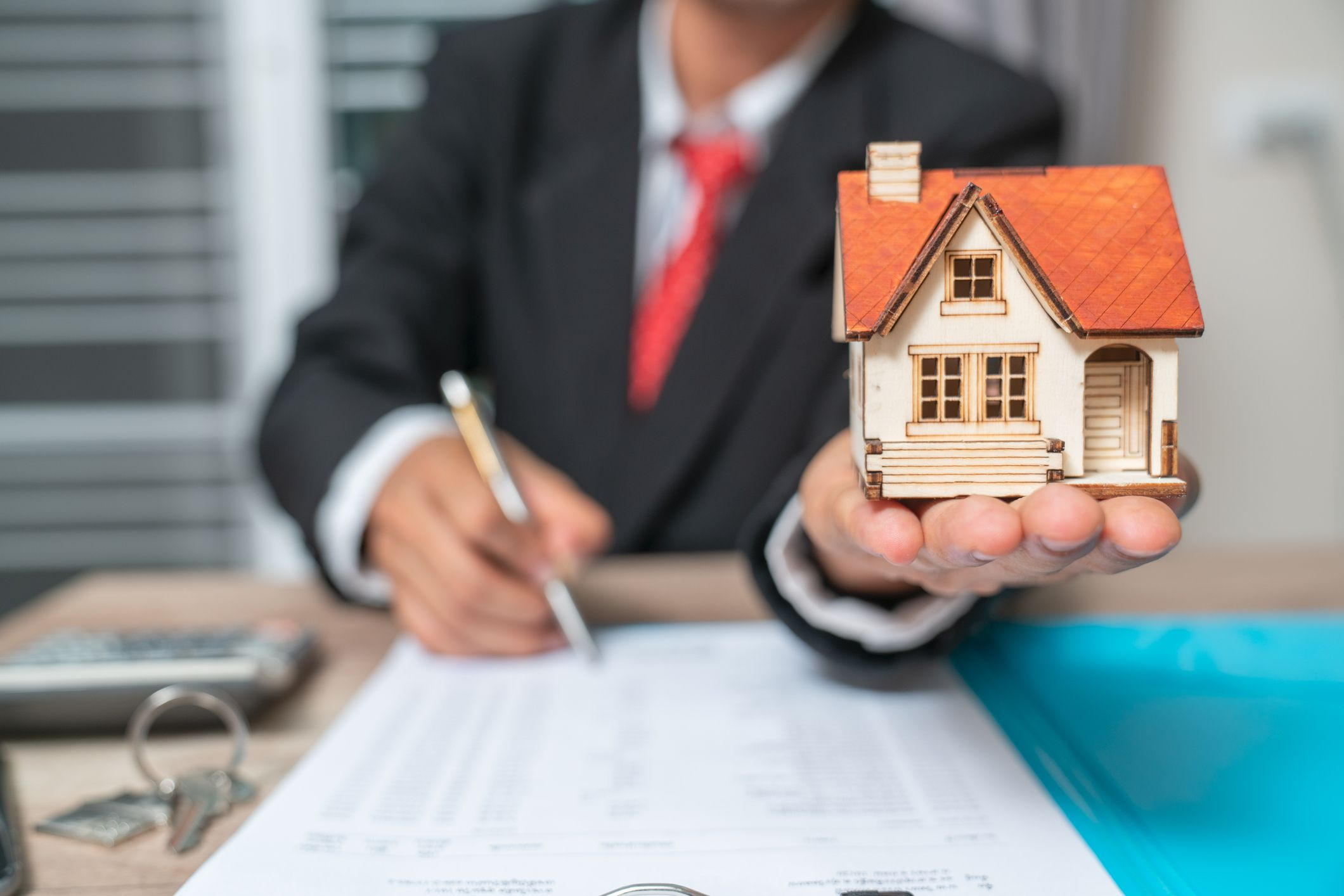 business with customer after contract signature of buying house 957745706 85fbb1739bcc4a27b1e5d1e80dd9c1c9