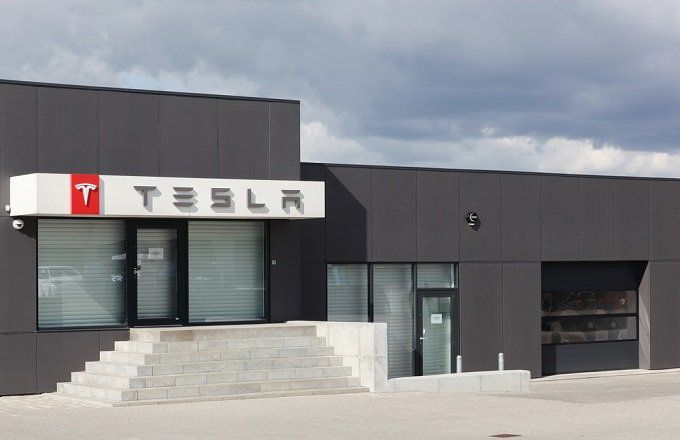 Tesla Falls As Traders Eye Deliveries Over Production