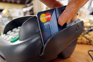 Swiping a Mastercard credit card at a credit payment terminal