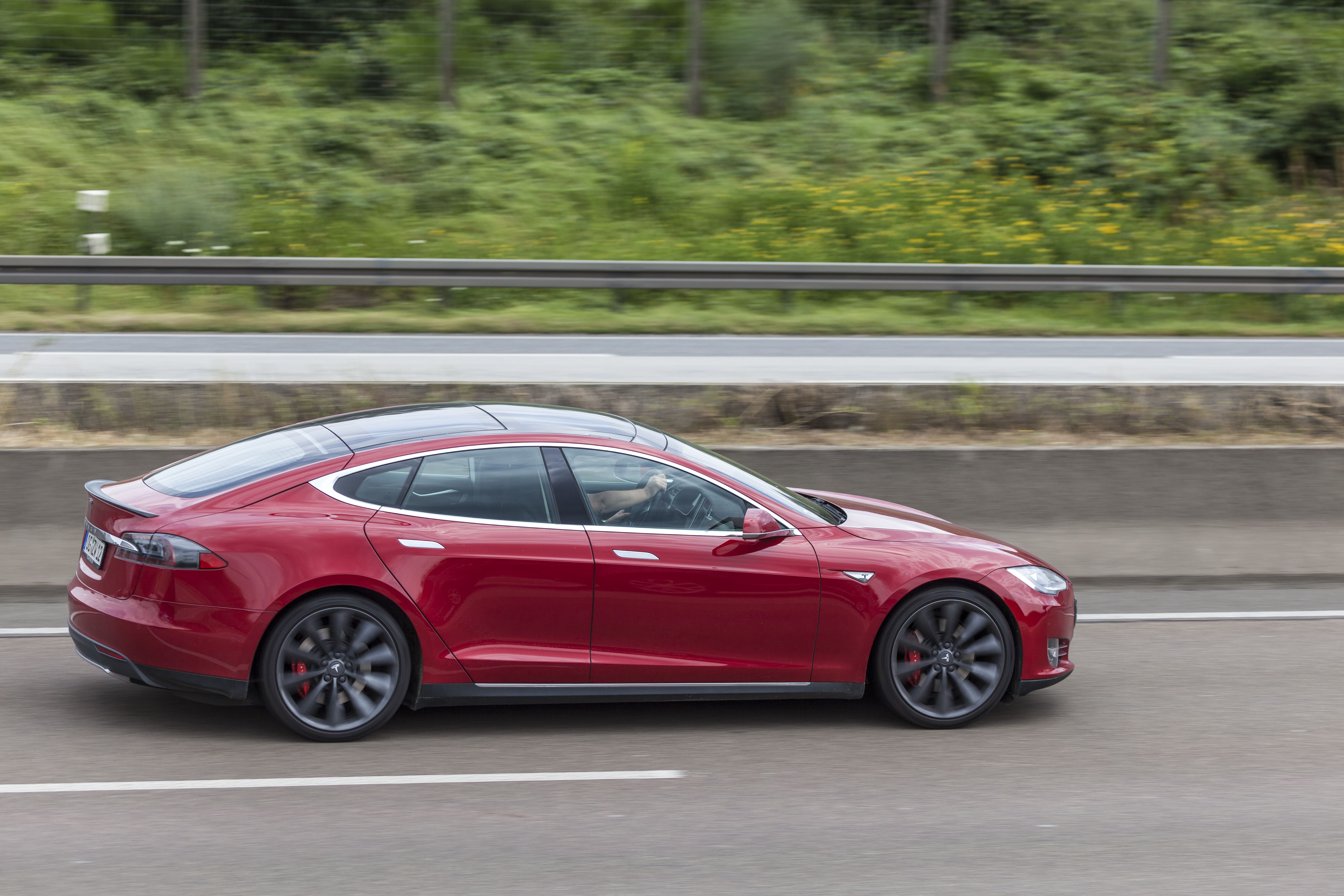 Tesla (TSLA) extended losses Tuesday as the market reassesses its valuation amid rising real interest rates and falling Bitcoin prices.