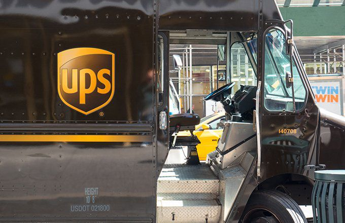 UPS vs  FedEx: What's the Difference?