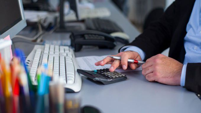 Career Advice: Financial Analyst vs  Data Analyst