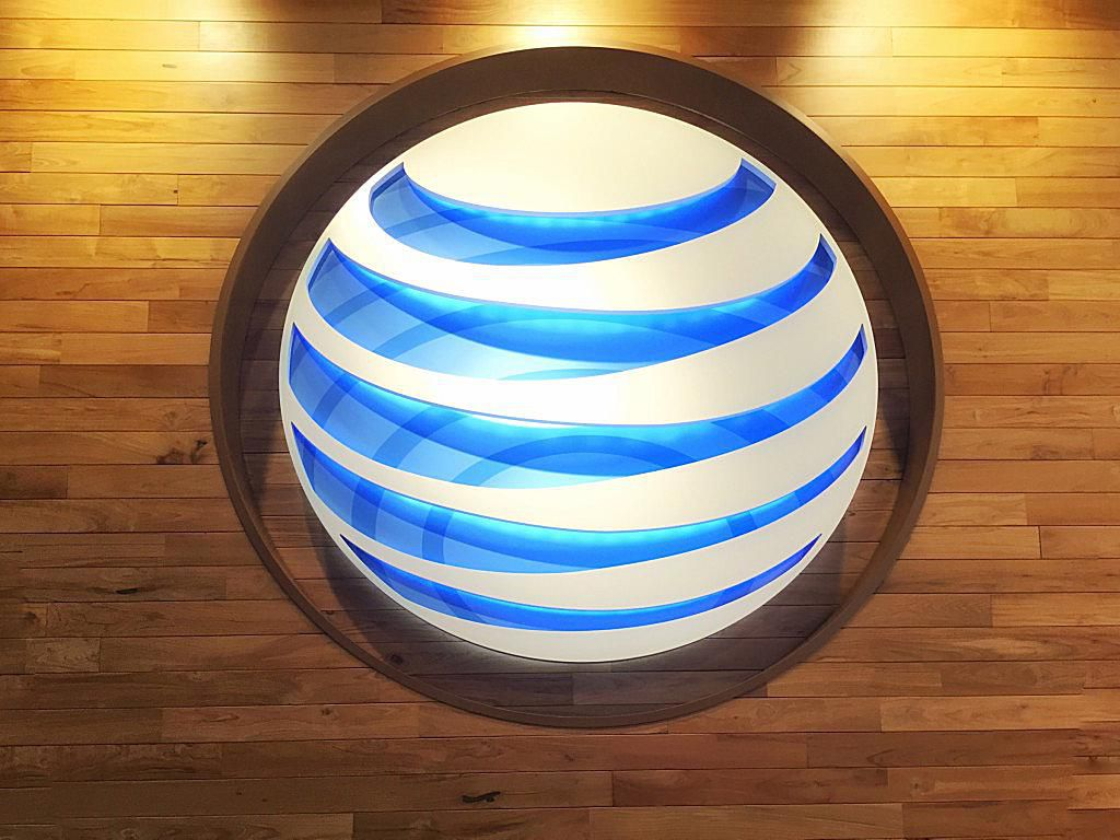 Los operadores de opciones de AT&T (T) se mantienen optimistas