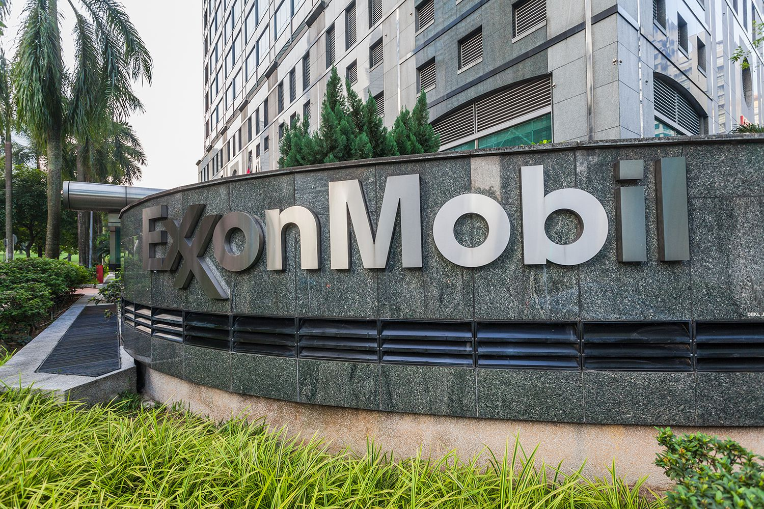 The Top 3 Exxon Mobil Shareholders (XOM)