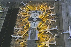Airplanes at Gates