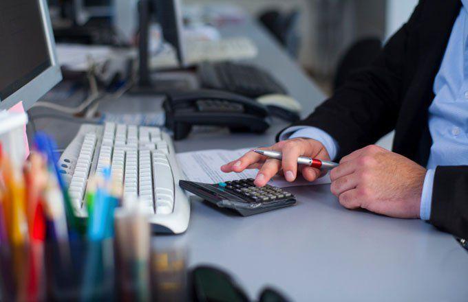 Career advice: Financial analyst or financial adviser?