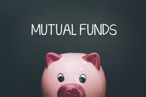 Mutual Funds on a blackboard above a piggy bank