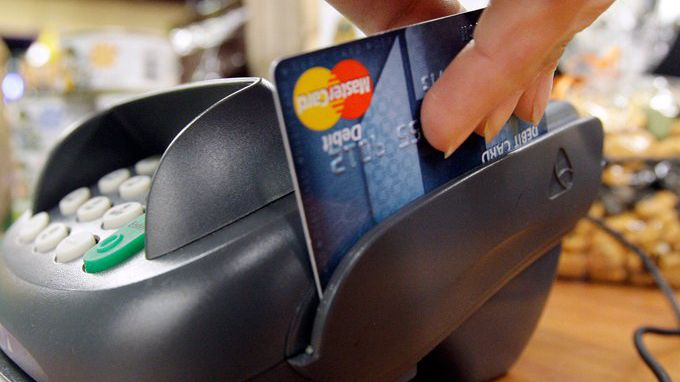 Paying for Gas With Debit vs  Credit Card