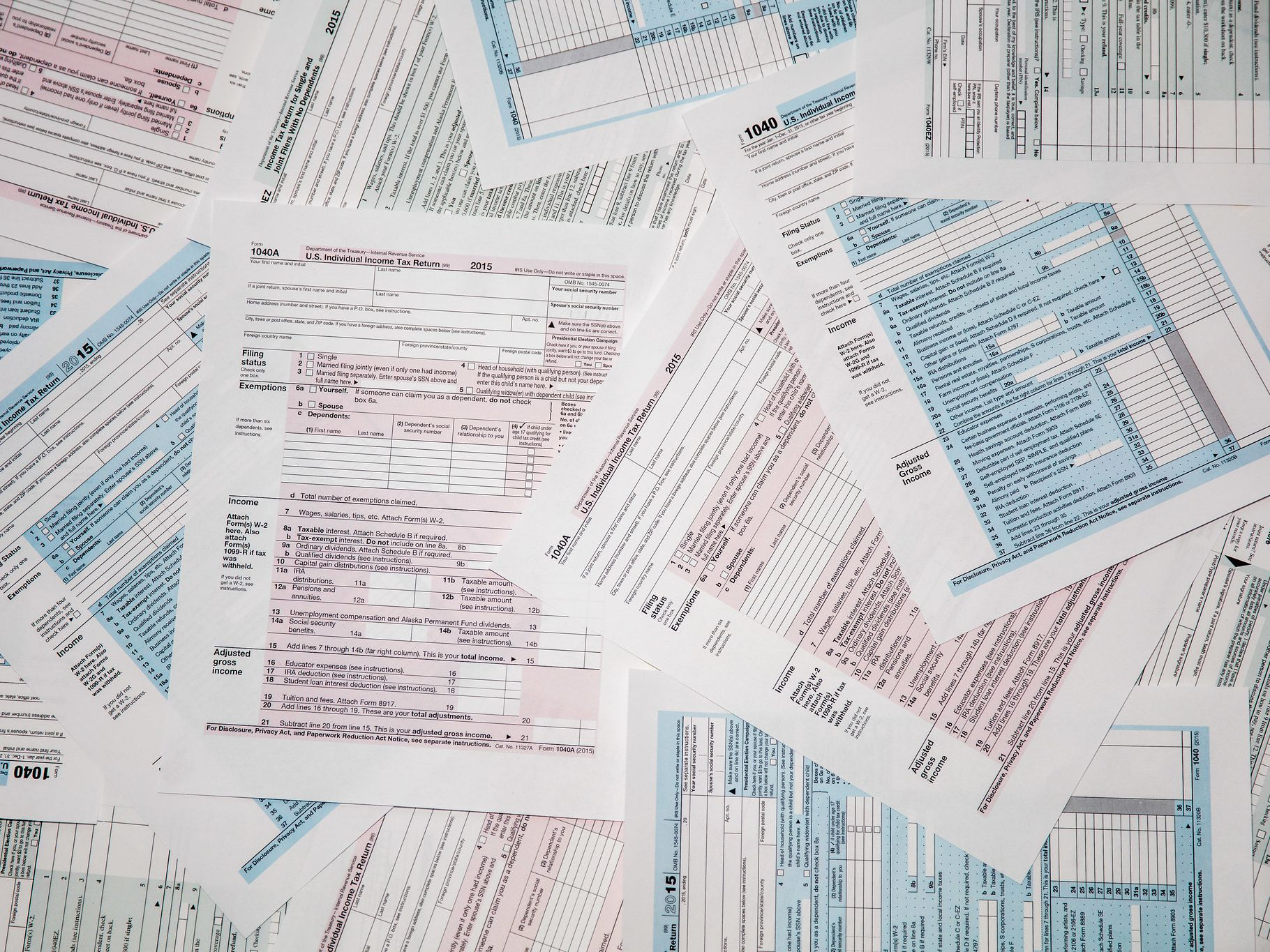 How Do IRS Forms 1040EZ, 1040A and 1040 Differ?