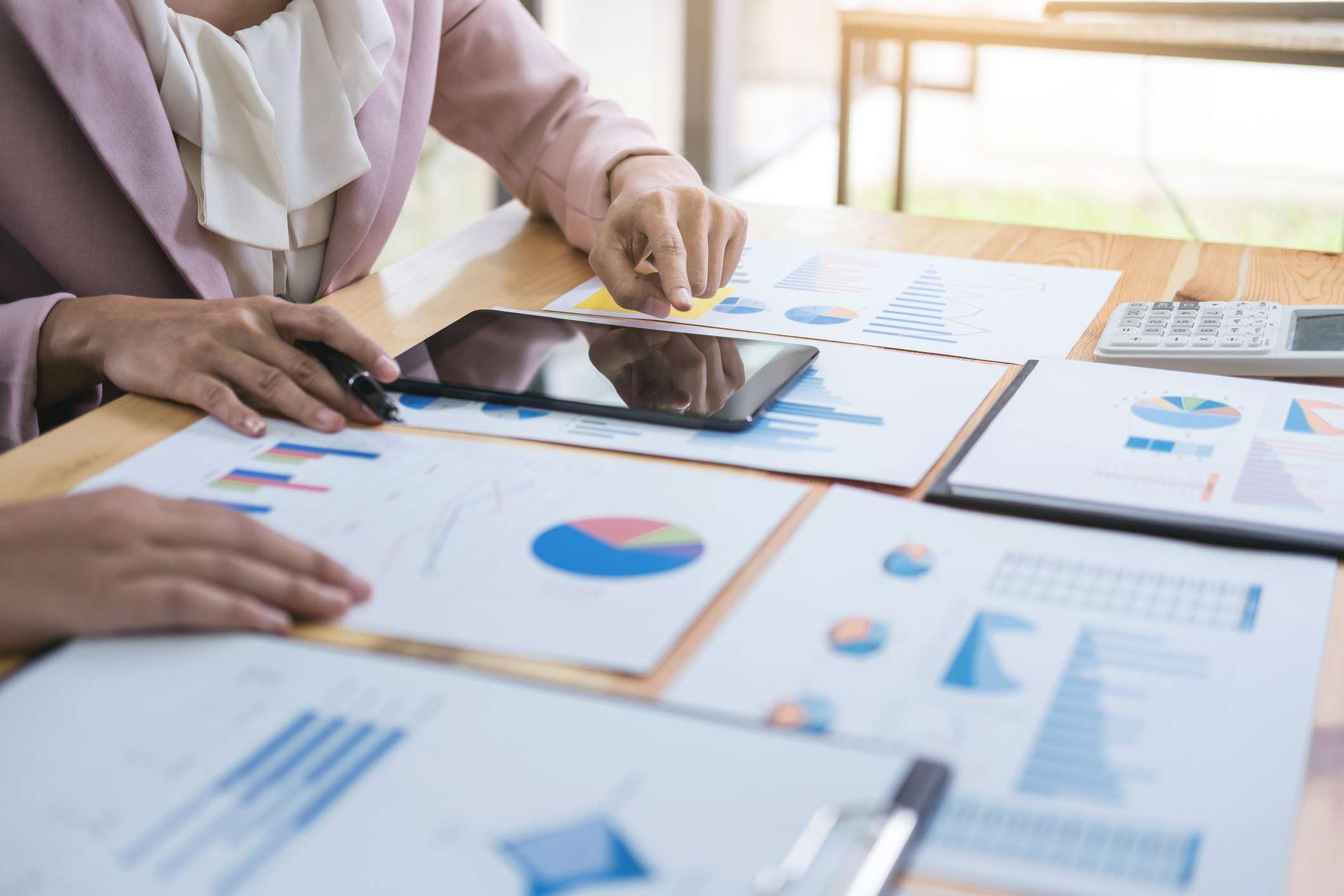 Is it better to use fundamental analysis, technical analysis, or  quantitative analysis to evaluate long-term investments?