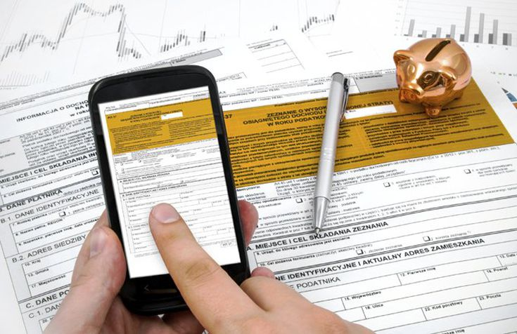 Tax Software Vs  An Accountant: Which Is Right For You?