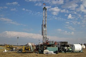 Drilling rig at Hendren Century Farms # 2 petroleum well (north of Johnstown, Ohio, USA) 1