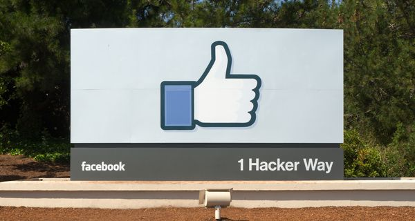 Facebook_Headquarters_Entrance_Sign_Menlo_Park.jpg