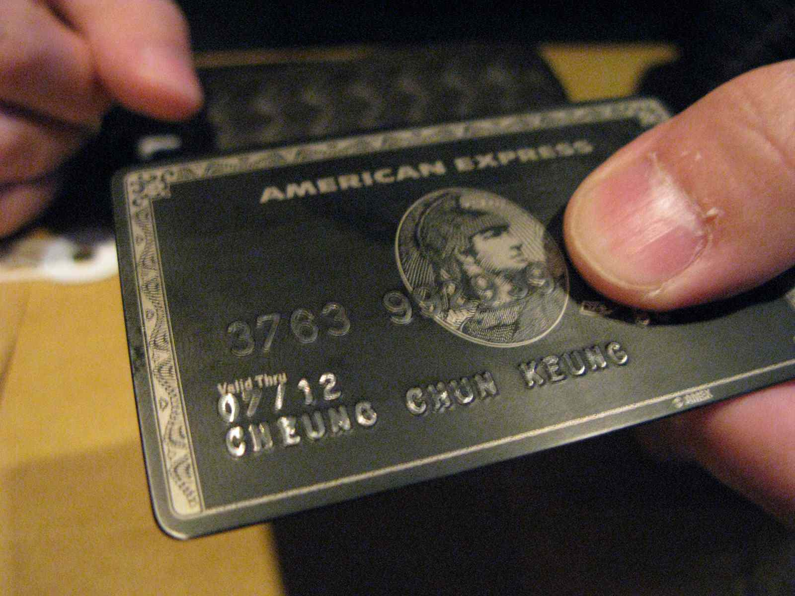 Gold vs. Platinum Amex Card: What's the Difference?