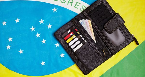Image of Brazilian flag and wallet