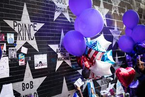 Memorial wall for Prince and others with purple balloons