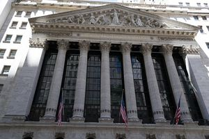 Exterior view of the New York Stock Exchange building, looking up